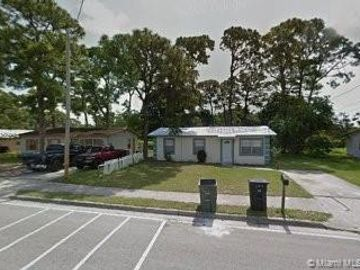 704 N 29th St, Fort Pierce, FL, 34947,