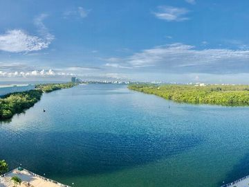 300 Bayview Dr #1402, Sunny Isles Beach, FL, 33160,