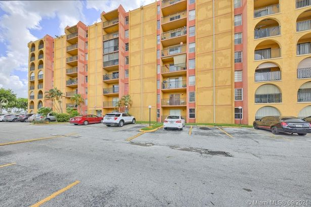 4717 NW 7th St #808-10