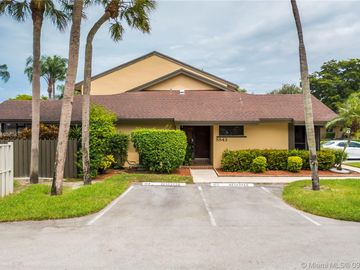 8843 Cleary Blvd, Plantation, FL, 33324,