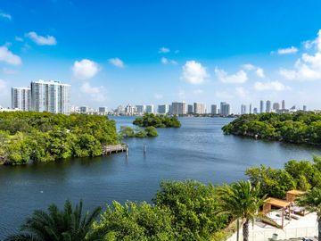 16385 Biscayne Blvd #407, North Miami Beach, FL, 33160,
