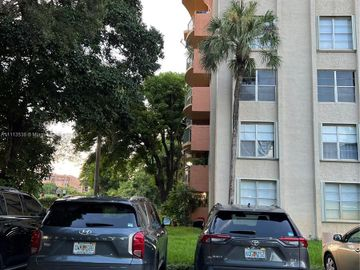 9350 Fontainebleau Blvd #214, Miami, FL, 33172,