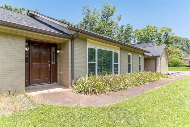 875 Hickory Oak Hollow