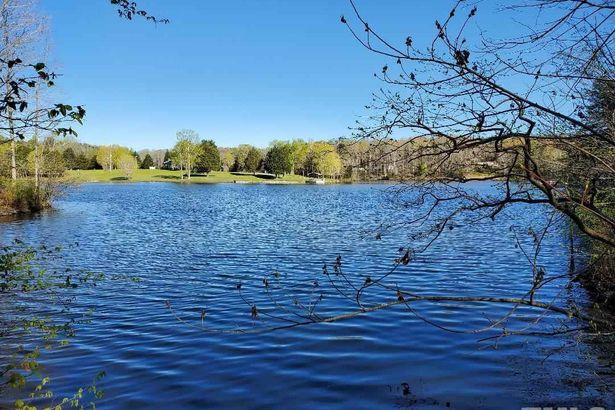 3 Lakefront Ridge Way