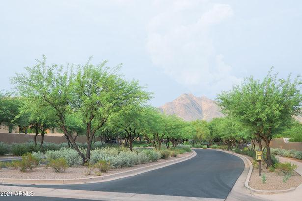 9468 E DESERT View