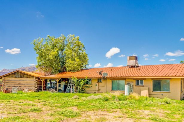 1317 W Eslick Ranch Road