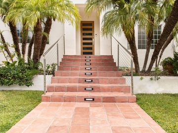 832 Wellesley Avenue, Los Angeles, CA, 90049,