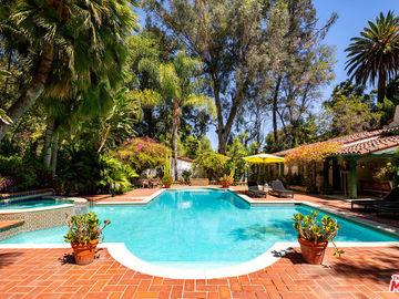 5001 Vanalden Avenue, Tarzana, CA, 91356,
