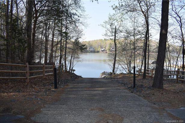 119 Lago Vista Drive #2