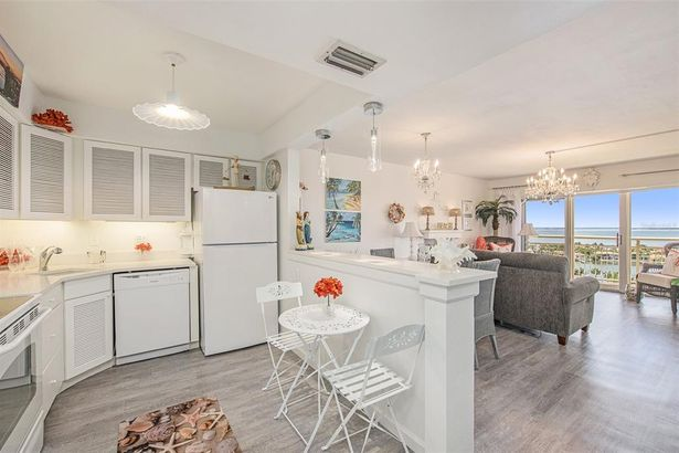 4900 BRITTANY DRIVE S #1808