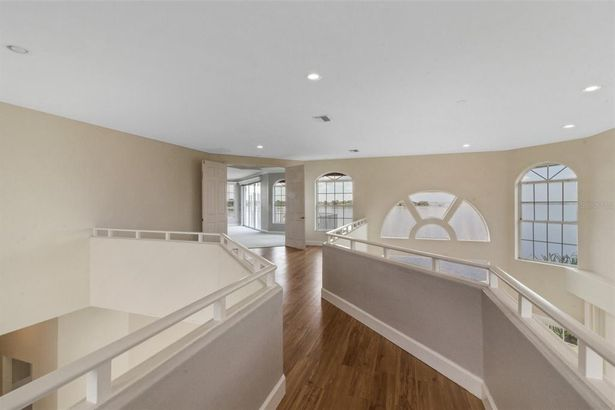 2041 HARBOUR WATCH CIRCLE