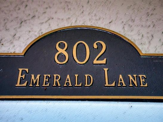 802 EMERALD LANE
