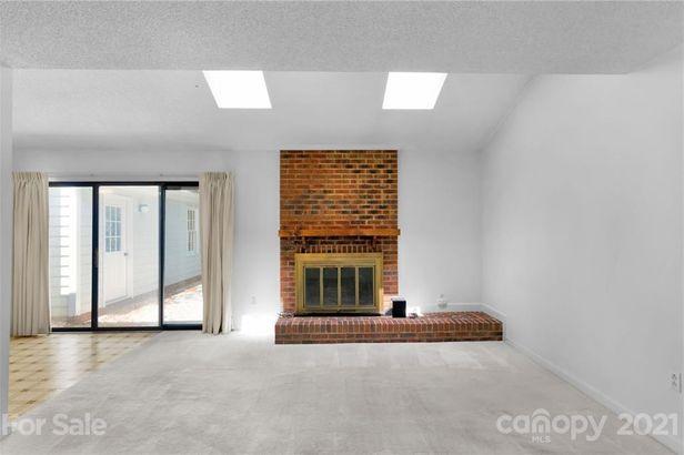 5640 Roundhouse Lane