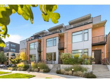 1652 NW RIVERSCAPE, Portland, OR, 97209,
