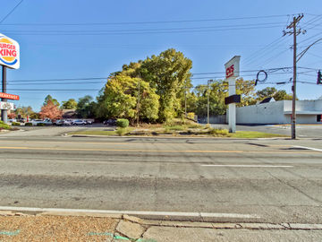 2802 N Broadway, Knoxville, TN, 37917,