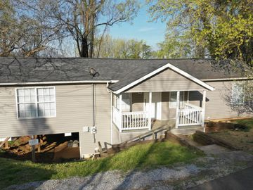 904 NW Sapphire Rd, Knoxville, TN, 37919,