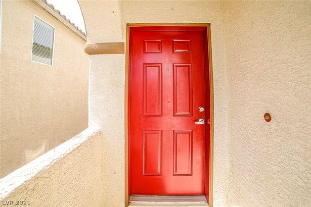6545 Sunset Pines Street