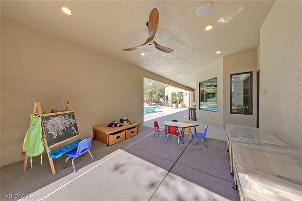3025 Redwood Street