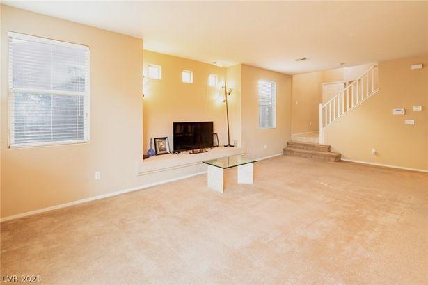 9862 W Tompkins Avenue