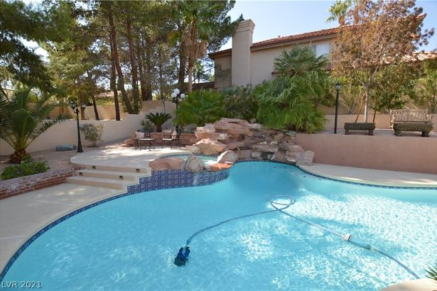 2809 Sterling Cove Drive
