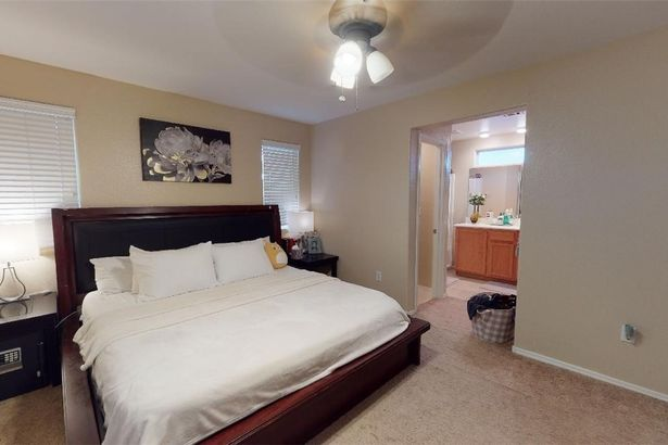 9350 Boulder Opal Avenue