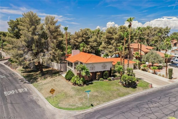 2409 Viewpoint Drive
