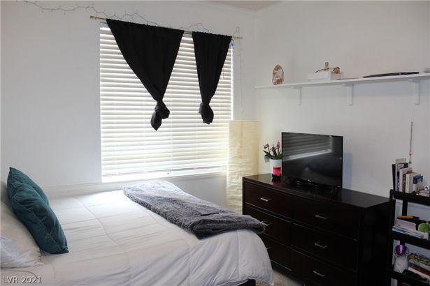 5024 Cayman Beach Street