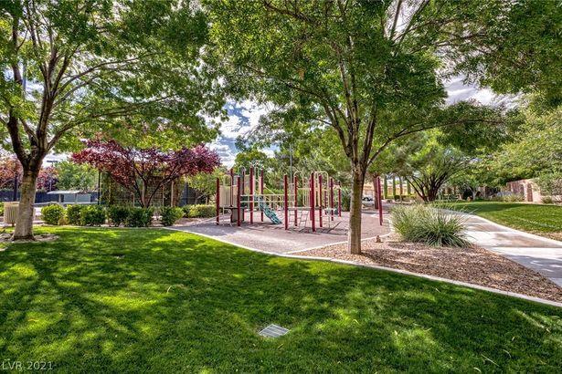813 Canyon Greens Drive