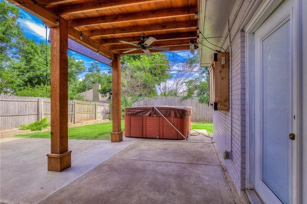 2609 NW 58th Place