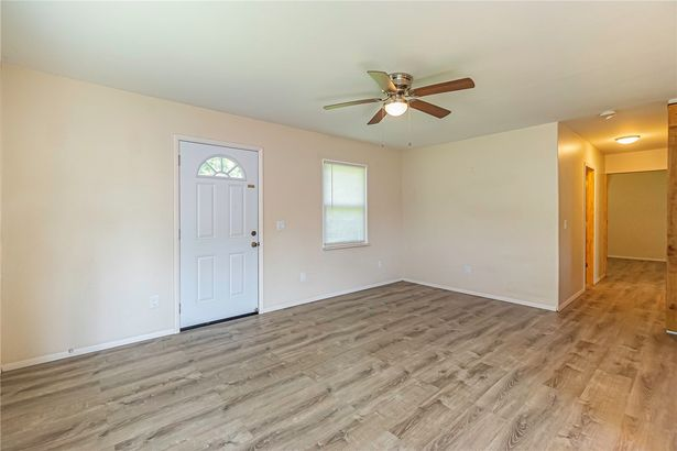 4900 S Oakwood Lane