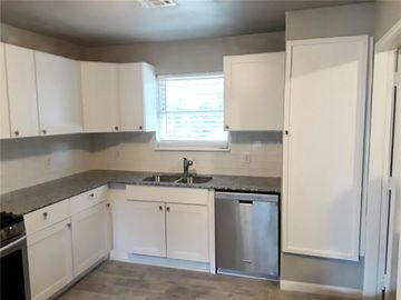 736 SW 4th Place, Moore, OK, 73160,